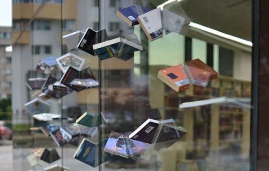 Decorative Accessories to Shop Windows